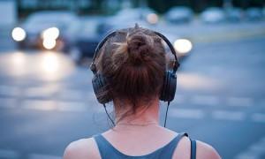 Продолжительное прослушивание громкой музыки приводит к потере или снижению слуха
