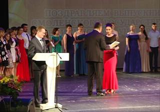 В Смоленске будущим врачам вручили первые дипломы медицинского университета