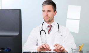 Власти запретят страховщикам штрафовать больницы за неразборчивый почерк врачей