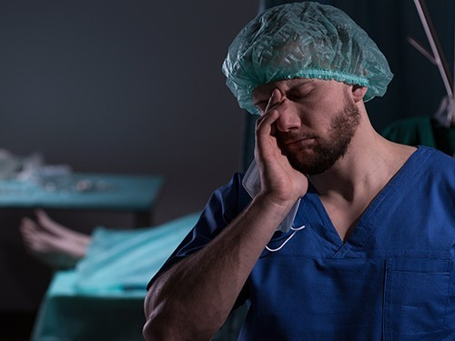 В приморской больнице идут проверки смерти пациента во время визита мэра