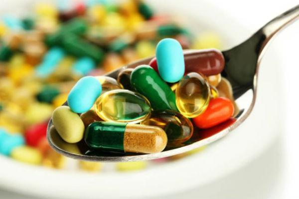 Около 23 тыс. американцев ежегодно нуждаются в медпомощи из-за побочных эффектов БАД