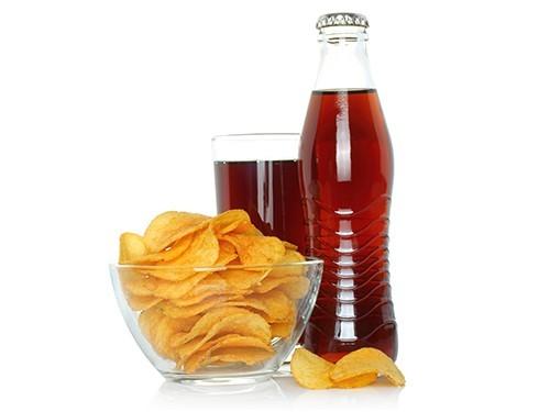 Акцизы на чипсы и газировку введут для борьбы с диабетом и ожирением