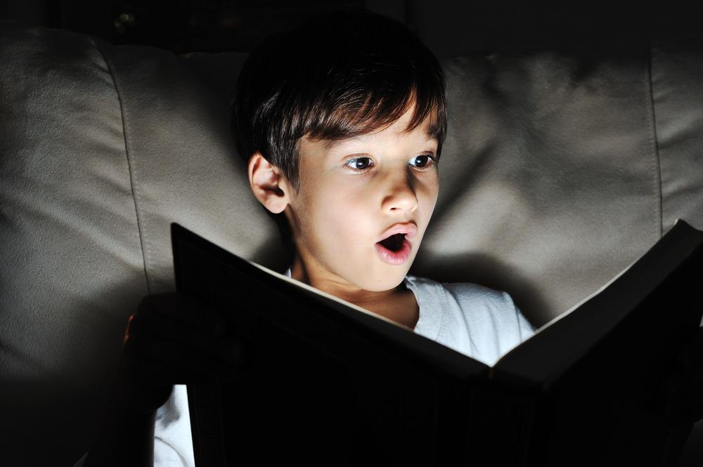 Читать в темноте не опасно для зрения