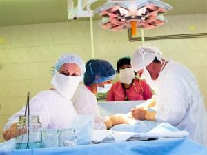 В Кемерово прооперировали ребенка с редкой патологией