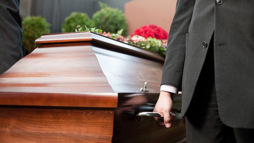 Во Франции умер третий пациент с «космическим» сердцем