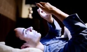 Почему смартфоны мешают нам спать