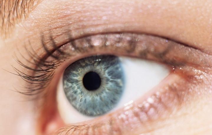 Сок укропа и картофеля и отвар шелковицы избавят от синдрома сухого глаза