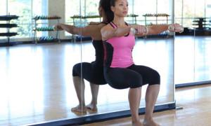 Упражнения у стены для хорошей осанки