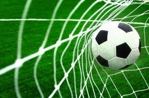Эксперты советуют пожилым людям заниматься футболом