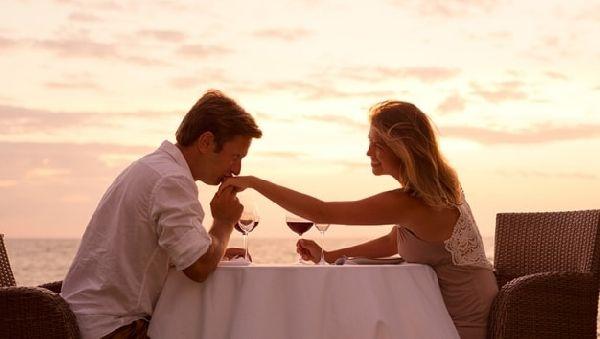 Мужчины в три раза чаще признаются в любви первыми