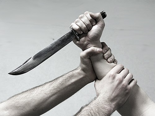 Главный врач саратовской больницы ударил ножом чиновника