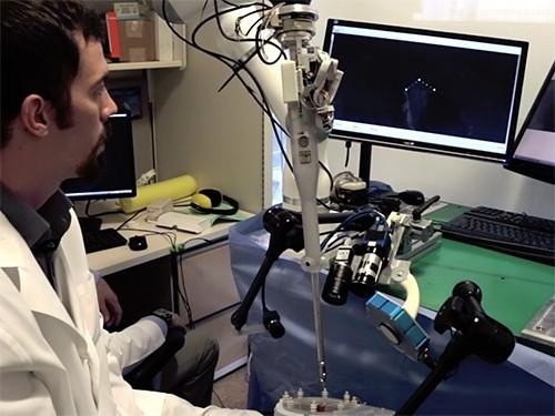 Робот-хирург самостоятельно прооперировал свинью
