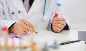 Японские ученые создали тест, определяющий рак по анализу мочи