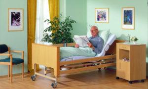 Медицинская кровать: подбираем лучшее изделие