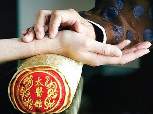 В России появятся дипломированные магистры китайской медицины