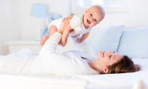 У женщин, родивших раньше срока, грудное молоко питательнее