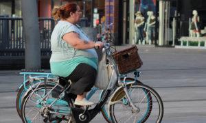 Женщинам с лишним весом угрожают раковые заболевания