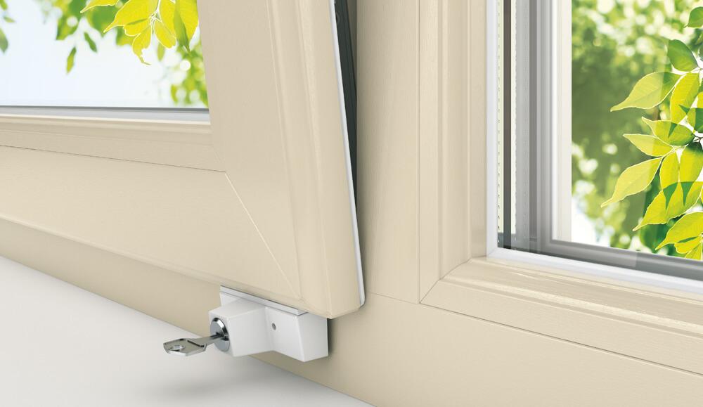 Как выбрать безопасные окна в детскую?