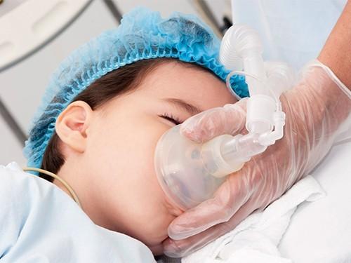 Общая анестезия практически не вредит детям
