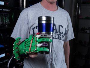 Студент создал 3D-протез кисти стоимостью в 15 долларов