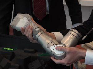 В США покалеченным военным вместо обычных протезов установят бионические руки