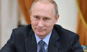 Девять работников здравоохранения получили награды из рук Владимира Путина