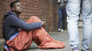 Французские медики выяснили, что бездомные люди чаще всего страдают от бессонницы
