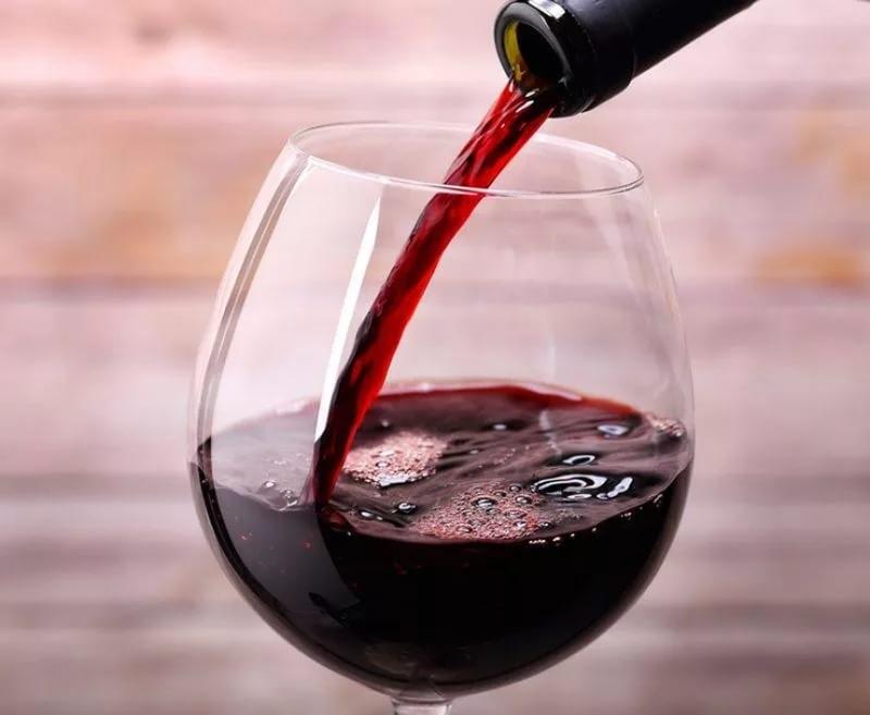 Красное вино снижает риск возникновения рака легких у курильщиков