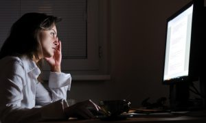 Ночная работа увеличивает риск рака груди у женщин