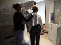 Риск рака груди повышен у каждой десятой женщины, выяснили генетики