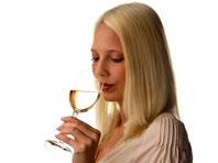 Белое вино может вызвать болезнь кожи