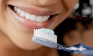 8 мифов об уходе за зубами, которые вредят нашему здоровью