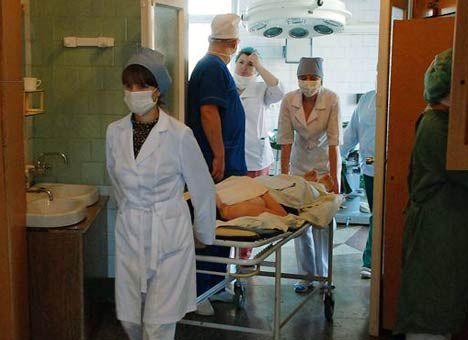 В Смоленске в больницу после драки доставили школьника с ножевым ранением