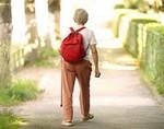 Медленная походка может быть признаком болезни