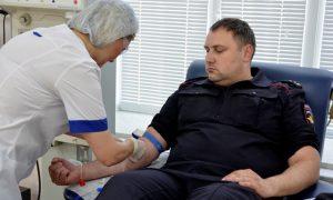 Смоленские полицейские сдали кровь