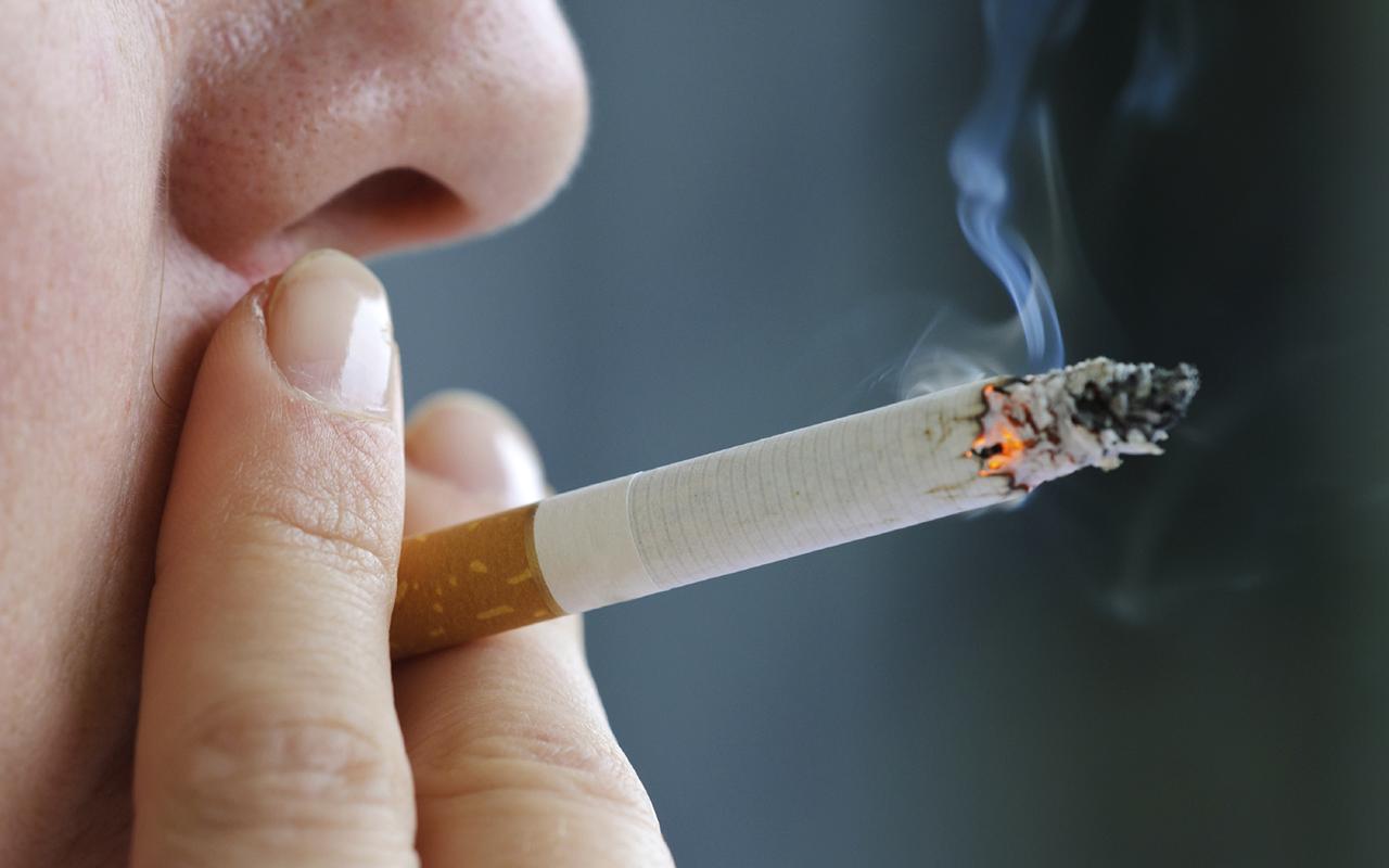 Курение в 2 раза увеличивает вероятность развития инсульта и почти на 10 лет ускоряет его наступление