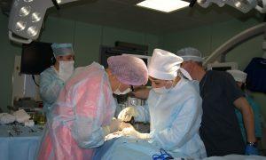Ростовские хирурги установили 3-летнему малышу протез челюсти