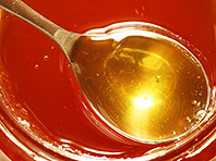 Мед очищает сосуды изнутри и спасает от атеросклероза, говорят ученые