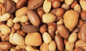 Орехи помогут сохранить зрение