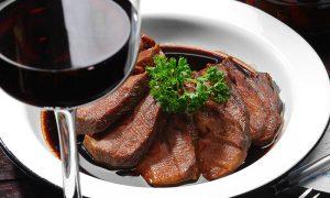 Зачем используется спиртное при приготовлении еды