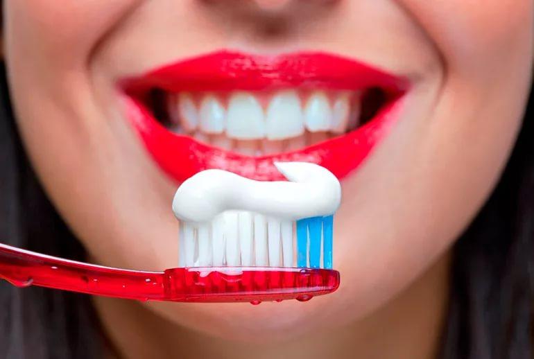 Мужчины чистят зубы намного реже женщин