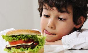 Правильное питание школьника: можно ли есть фастфуд