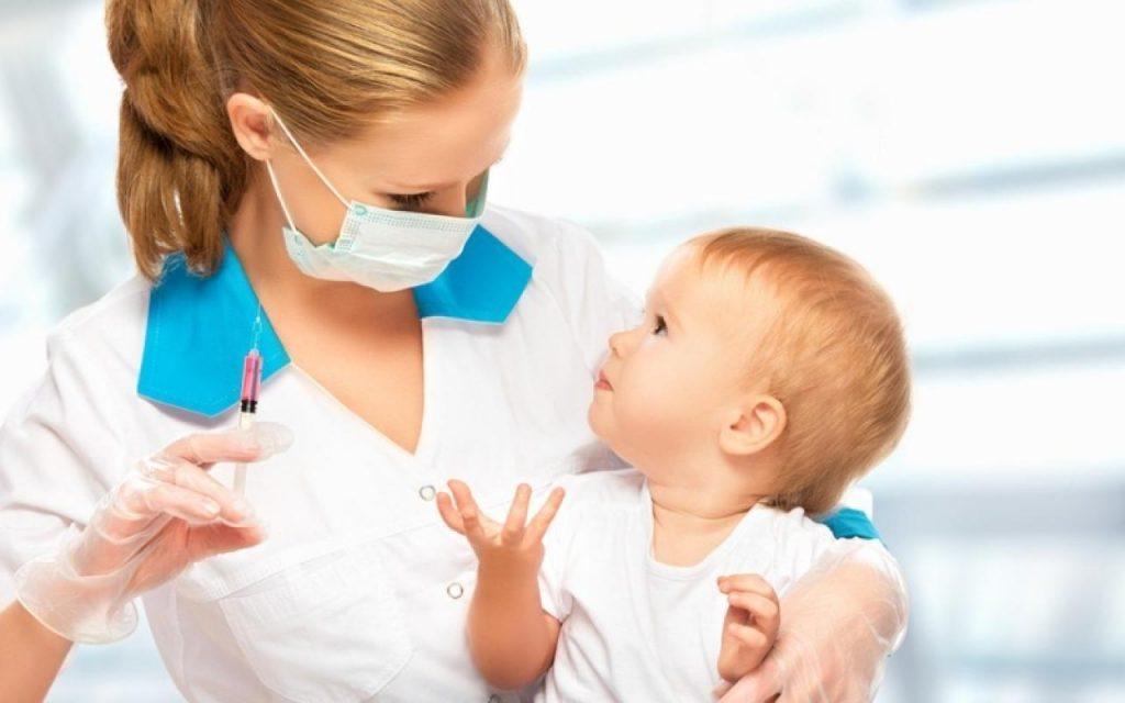 Минздрав придумал наказание для родителей за отказ от вакцинации детей