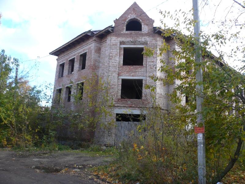 В центре Смоленска более 10 лет не могут достроить корпус поликлиники