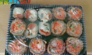 Семь человек попали в больницу после заказа суши из кафе Смоленска