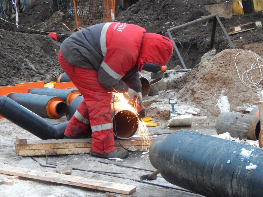 В Смоленске порыв на трубопроводе оставил без тепла и горячей воды улицу Крупской и проспект Гагарина