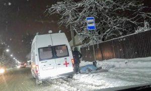 В Смоленске на остановке обнаружили труп мужчины