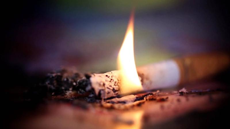 В Смоленске при пожаре в доме пострадал хозяин-курильщик