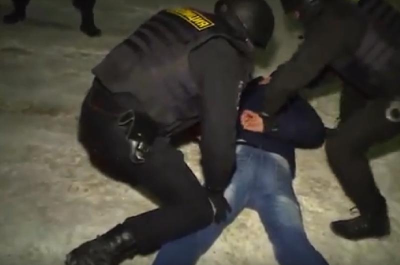 В Смоленске полицейские накрыли гараж, где хранился полный наркоарсенал
