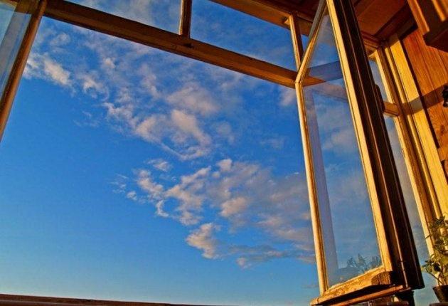В Смоленске мужчина выпал из окна девятиэтажки